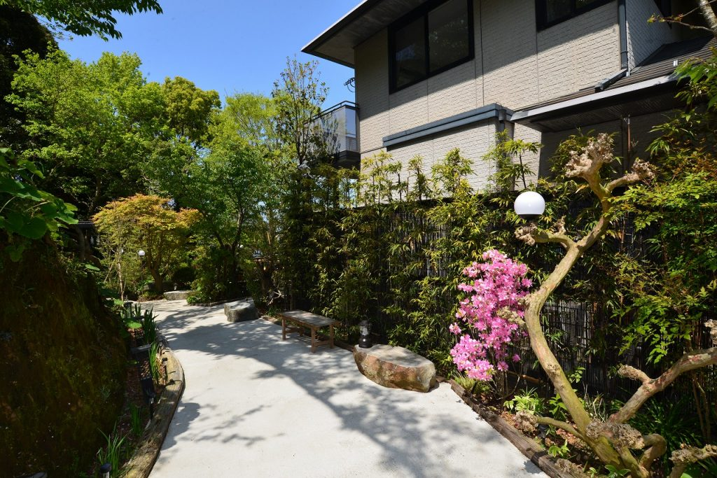 犬石ガーデン
